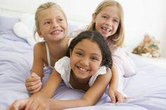 Selecionamos brincadeiras para uma festa do pijama muito divertida! Confira as ideias e inspire-se!