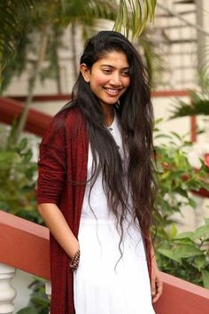 Sai Pallavi looks, Sai Pallavi Style, Sai Pallavi hd Wallpapers, All Actress, South Actress, South Indian Actress, Beautiful Indian Actress, Beautiful Actresses, Beautiful Women, Bollywood Actress Bikini Photos, Bollywood Photos, Sai Pallavi Hd Images