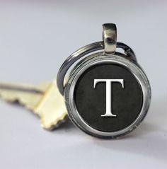 Heren sleutelhanger - Gepersonaliseerd keychains kies uw letter - Een uniek product van MadamebutterflyMeagan op DaWanda