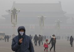 Air pollution takes toll on China's tourism. The decline could be long-term if Beijing fails to make visible progress in combatting pollution, experts say.  That China's air and water are badly polluted following three decades of breakneck growth is not news. But January's record-setting bout of smog got worldwide news coverage and was so bad some longtime foreign residents left the country.