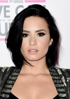 Want flawless makeup like Demi Lovato? Shop her exact blush here -- perfect for all skin tones! Demi Lovato Short Hair, Demi Lovato Cover, Arched Eyebrows, High Arch Eyebrows, Square Faces, Tips Belleza, Lob, Short Hairstyle, Hairstyles Haircuts