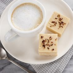 Enjoy the flavours of your favourite morning cappuccino in this tasty treat. White chocolate chips and instant coffee granules are the secret to achieving perfect flavour in this fudge. Two incredible flavours = one amazing fudge. Chocolate Bread Pudding, Chocolate Peanut Butter Cheesecake, Pumpkin Chocolate Chip Muffins, Chocolate Chips, Chocolate Fudge, Fudge Recipes, Chocolate Recipes, Dessert Recipes, Desserts