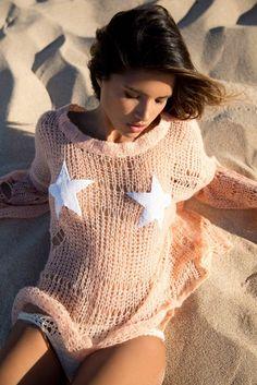 Cute summer top, oversized sweater, wildfox.