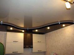 Чёрно-белый натяжной потолок на кухне