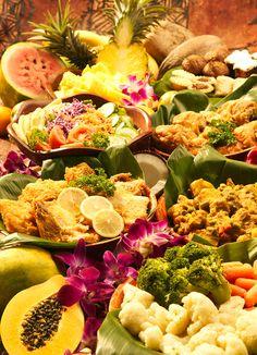 party friend hawaiian luau celebration raves drink plenty food Lauo food