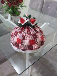 cobre bolo feito com  morango em tecido no Arteliê da Sú