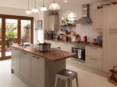Grey Shaker - Magnet kitchens