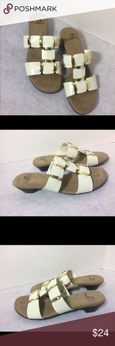 👡White sandals size 5.5 by I Love comfort NWOT 👡White sandals size 5.5 by I Love comfort Shoes Sandals
