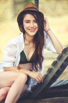 Who is Özge Gürel dating? Turkish Women Beautiful, Turkish Beauty, Hottest Female Celebrities, Beautiful Celebrities, Beauty Full Girl, Beauty Women, Gigi Hadid Victoria Secret, Actor Studio, Beautiful Blonde Girl