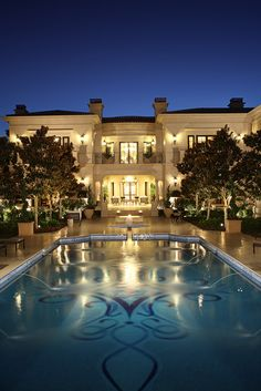 Beverly Hills Poolside. Los Angeles Architects at Harrison Design will make your dream home a reality.