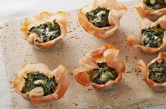 Get all the great flavors of chicken Florentine in appetizer form with our Mini Florentine Cups recipe. Not only are Mini Florentine Cups delicious, but they Spinach Appetizers, Appetizer Dips, Appetizer Recipes, Appetizer Dinner, Spinach Dip, Party Appetizers, Cheese Recipes, Yummy Recipes, Appetizers