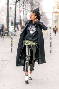 Art inspo Street-Styles Fashion Week Berlin Januar 2017 Reliable Lawn Mowers For Healthy Gardens Art Berlin Street Style, Berlin Mode, Street Style Women, All Black Outfits For Women, Clothes For Women, Basic Clothes, Berlin Fashion, Techno Style, Basic Outfits