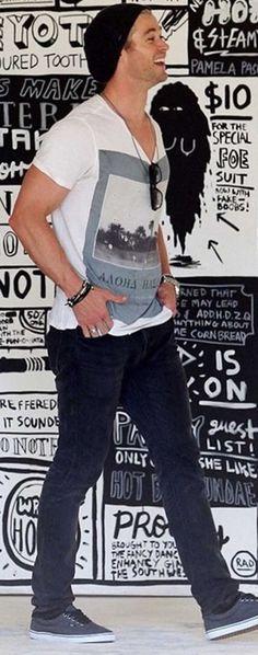 Chris Hemsworth... Wait are those Vans he is wearing? Sweet!