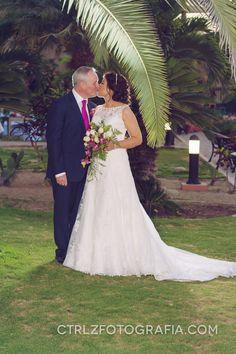 Elizabeth y Patrick - De nuevo sí ~ Ctrl + Z Fotografía y Diseño Fotografía de #Parejas, #bodas, #Portoviejo #Manabi #Ecuador Mira más en CtrlzFotografia.com #weddings #couples