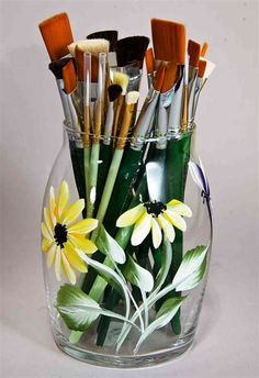 Here are easy Glass Painting Ideas and Designs for Beginners you can try out. Having the basic origin from Europe the beautiful art of glass painting is an Bottle Painting, Bottle Art, Painting On Glass, Pottery Painting, Ceramic Painting, Donna Dewberry Painting, Painted Glass Vases, Back Painted Glass, Hand Painted Wine Glasses