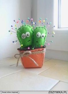 kaktus z filcu:D  więcej na blogu: sandrynka.blogspot.com