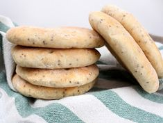 Veganmisjonen: Polarbrød med havre og chiafrø Hot Dog Buns, Sausage, Potatoes, Gluten Free, Favorite Recipes, Vegan, Baking, Vegetables, Bread Making