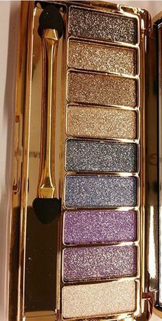 Build lustrous and exotic eye looks with this palette of nine totally gorgeous, baked eyeshadows. This beautifully crafted palette is perfect for use during the