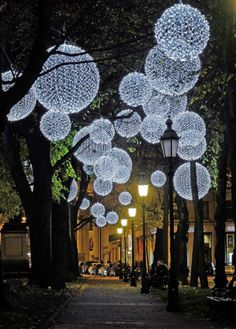 Light installation in Munich, Germany on Promenadeplatz. Desiged by Mbeam-Lictkunst + Lichtinstallation also based in Munich.  Image via http://deutschtaeglich.tumblr.com/post/104767234897/willkommen-in-germany-munchen-bayern