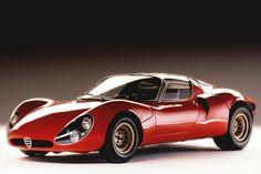 Alfa 33 Stradale uit 1967. Waarop de 8C Competizione uit 2008 is gestoeld, door Wolfgang Egger, die nu van zulke Audi's tekent