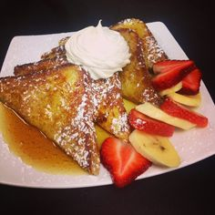French toast with maple syrup, fresh berries & bananas