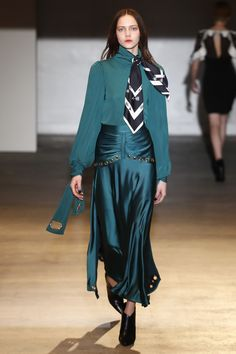https://www.vogue.com/fashion-shows/fall-2018-ready-to-wear/self-portrait/slideshow/collection#15