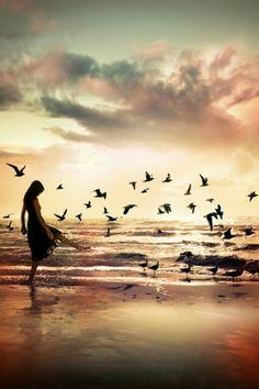 Nasciamo liberi, ma a poco a poco, man mano che cresciamo, le catene si fanno sempre più strette, fino a ritrovarci completamente legati e privi di ogni libertà! Perché tutto ciò che ci impedisce di sentirci completamente liberi, sono soltanto le nostre paure...  (Luca B.) www.luca-b.it #lucab