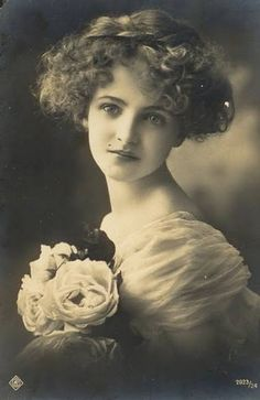 Original photo of the beautiful British actress, Lily Elsie