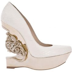 such a beautiful pair of shoes! a modern Cinderella probably would rather wear this than the glass slipper