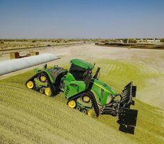 Fix John Deere Tractors 858639485195616547 - Fix John Deere Tractors 813744226397625453 – John Deere pushing silage Source by FrananaF Source by fatimabyrd Big Tractors, John Deere Tractors, Case Ih, New Holland, Crop Farming, John Deere Combine, Tractor Accessories, John Deere Equipment, Crawler Tractor