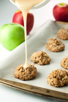 Jump into the fall with the warm and soothing flavors of cinnamon and nutmeg in these amazingly delicious Caramel Apple Oatmeal Bites! Ready to eat in 15!