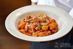 Receita de Nhoque de abóbora com molho de camarão em receitas de massas, veja essa e outras receitas aqui!