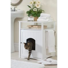 Cat Washroom : No more mess from cat litter boxes. The Cat Washroom serves as an attractive cover to hide away the litter box and confine all litter messes inside, while providing useful shelf space and stainless steel towel bar for many organizing o Hidden Litter Boxes, Litter Box Covers, Cat Litter Boxes, Dog Proof Litter Box, Cat Litter Cabinet, Cat Litter Box Enclosure, Dog Enclosures, Dog Sofa Bed, Dog Beds