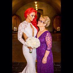 WWE Diva Eva Marie (Natalie Marie Nelson) and her mother during Eva's August 2014 wedding to Jonathan Coyle. Bright Red Hair, Dark Red Hair, Burgundy Hair, Brown Hair, Nxt Divas, Total Divas, Natalie Eva Marie, Wwe Wallpaper, Celebrity Travel