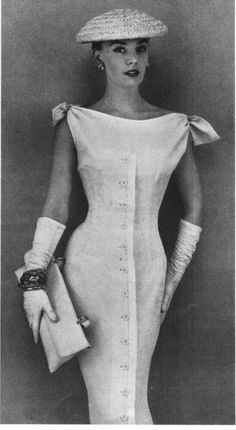 White chic love this look. I wish this look would come by. Fashion 60s, Fashion History, Look Fashion, Vintage Fashion, Womens Fashion, Fashion Design, Fashion Models, Gloves Fashion, Fashion Fashion