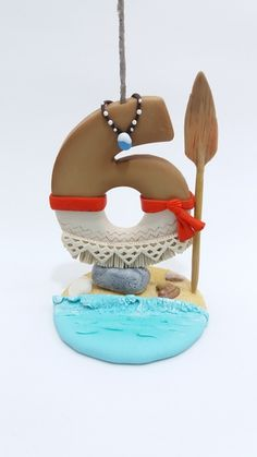 Vela tema Moana.  Confeccionada em biscuit  Faço qualquer tema e idade. Consulte disponibilidade de entrega. Após efetuar a compra, favor informar o número da vela. Moana Birthday Party, Moana Party, Birthday Parties, Number Cake Toppers, Fondant Toppers, Cake Decorating Tutorials, Cookie Decorating, Moana Cookies, Moana Boat