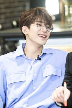 Woozi, Jeonghan, Seventeen Wonwoo, Happy Pills, Pledis Entertainment, Seungkwan, Cute Boys, Wen Junhui, Handsome