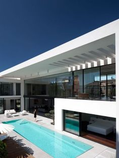 Contemporary-Bauhaus-on-the-Carmel