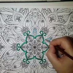 52 mentions J'aime, 2 commentaires - Nat Workshop (@natworkshop) sur Instagram: Coloriage mandala et motif floral Ce dessin est issu du cahier de coloriage NatWorkshop Mandalas et Fleurs Volume 1 Page 1 disponible en téléchargement instantané PDF. Voir le lien dans la bio.  #coloring #antistress #mandala #flowers #coloriage #digitalart #coloringbook #adultcoloringbook #art #arttherapie #arttherapy #loisircreatif #couleur #detente #loisir #aquarelle #watercolor #NatWorkshop #etsy