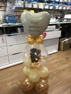 Make someones day with this beautiful gift, a bear inside a balloon. It takes gift wrapping a whole next step up. Balloon Crafts, Birthday Balloon Decorations, Balloon Gift, Balloon Wall, Felt Flower Template, Filling Balloons, Balloons Galore, Balloons Online, Valentines Balloons