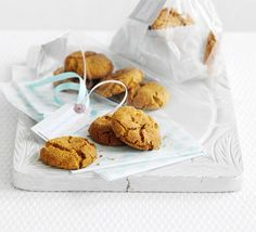 Delicately spiced biscuits with a moreish crunch, these West Country snaps are perfect for fairs and bake sales