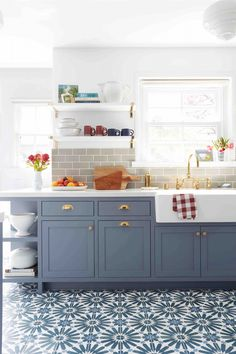 Heavenly Small kitchen renovation before and after,Kitchen design layout galley and Small kitchen remodel white cabinets. Kitchen Ikea, Farmhouse Kitchen Cabinets, Painting Kitchen Cabinets, Kitchen Paint, Kitchen Flooring, Kitchen Interior, New Kitchen, Kitchen Decor, Kitchen Backsplash