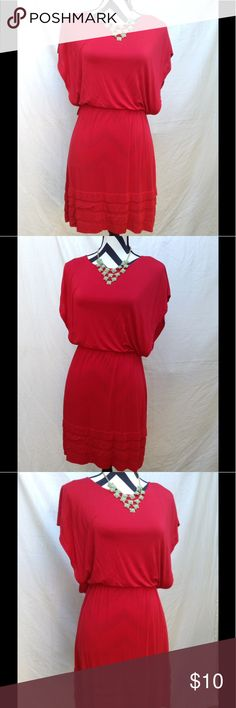 Super cute red dress🌻 EUC, no tears or stains, great with a pair of leggings Dresses