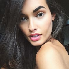 Gizele Oliveira, giving ultimate model browgoals. Pair bronze eyeshadow with a filled-in and brushed up brow for intense glamour.