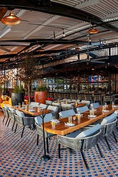 From seriously sophisticated sushi to an imaginative Italian eatery, these Dallas newcomers have it all (and more). Restaurant Entrance, Texas Restaurant, Cool Restaurant, Restaurant Concept, Restaurant Website, Dallas Restaurants Best, Date Night Restaurants, Lunch Restaurants, Dallas Travel
