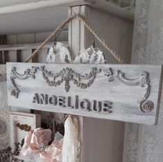 Shabby ornamenten naambordje handgemaakt voor decoratie in huis ♡♡♡ Ook in andere kleuren verkrijgbaar...wil jij een andere kleur ...neem dan eerst contact met ons op  Shabby Vintage Style Studio Gea ♡♡♡