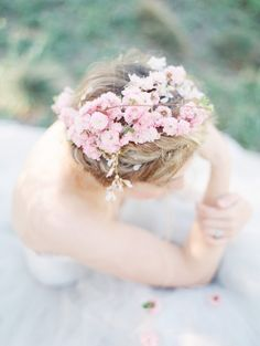 spring blossoms in her hair | image via: wedding sparrow