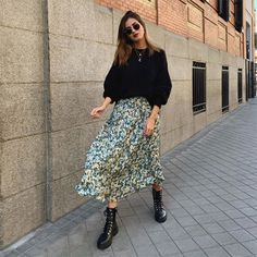 Winter Fashion Outfits, Modest Fashion, Look Fashion, Fall Outfits, Autumn Fashion, Floral Skirt Outfits, Midi Skirt Outfit, Midi Skirt Floral, New Look Floral Dress