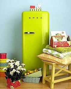 LOVE this vintage repro refrigerator! (p.s. all these pictures are from the archived files on my computer. If you know where they're from, please share and I'll be happy to give credit!)