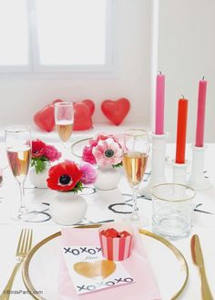 Romantic Valentine's Day Dinner party - perfect for dinner for two or a girlfriend galantine! - BirdsParty.com